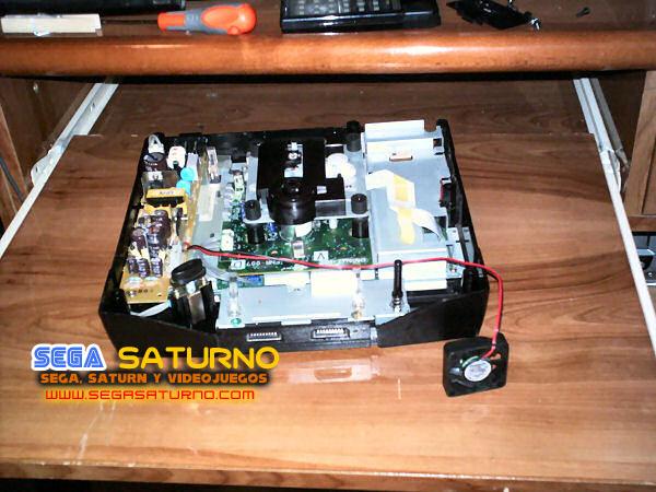 Instalación de un ventilador en una Sega Saturn