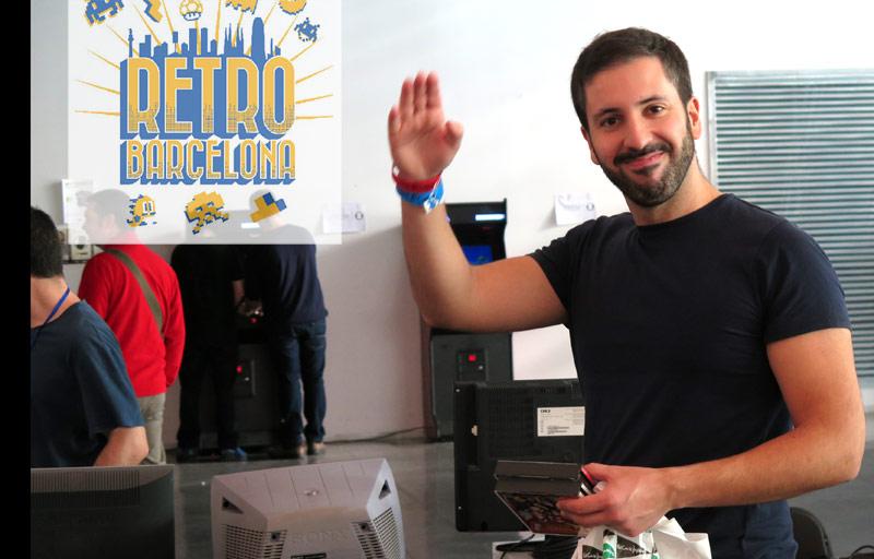 Carlos Oliveros saluda en la pasada Retrobarcelona 2014